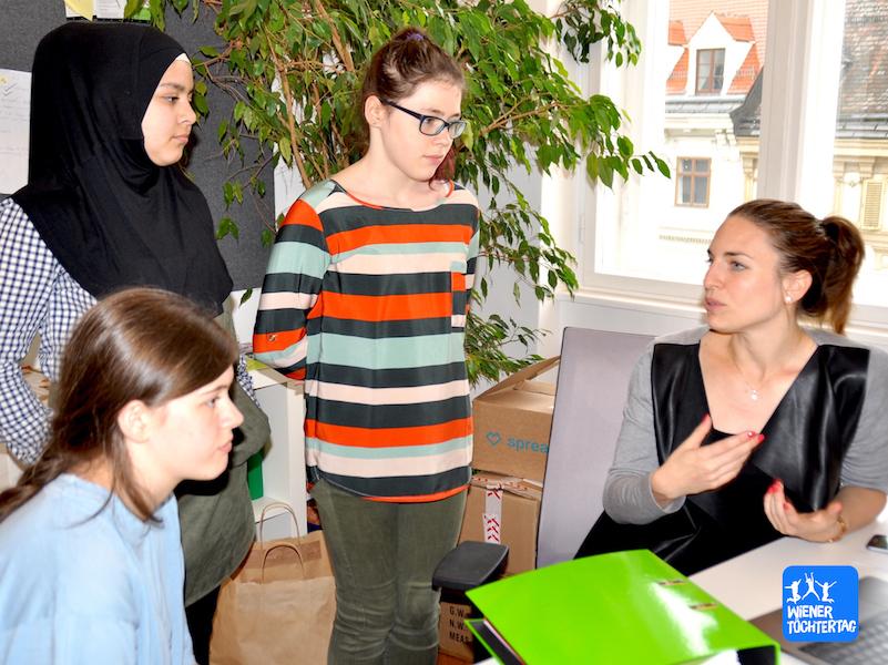 Zu einem Thema ihrer Wahl verfassten die Schülerinnen einen Beitrag für die go4health App.