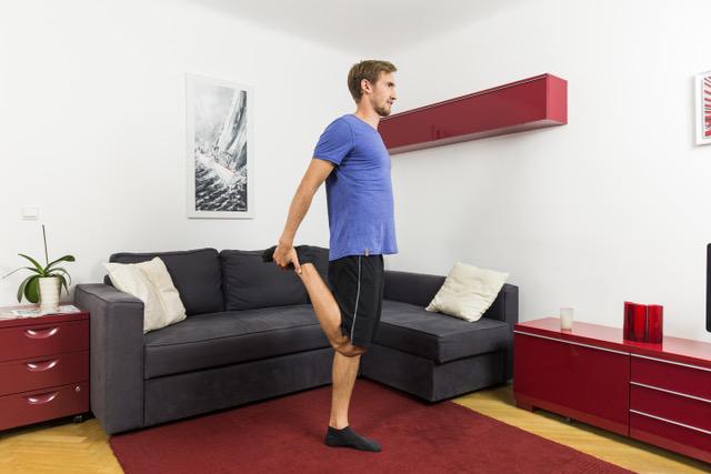Nach dem Beweglichkeitstest kannst du deine Oberschenkelvorderseite dehnen.