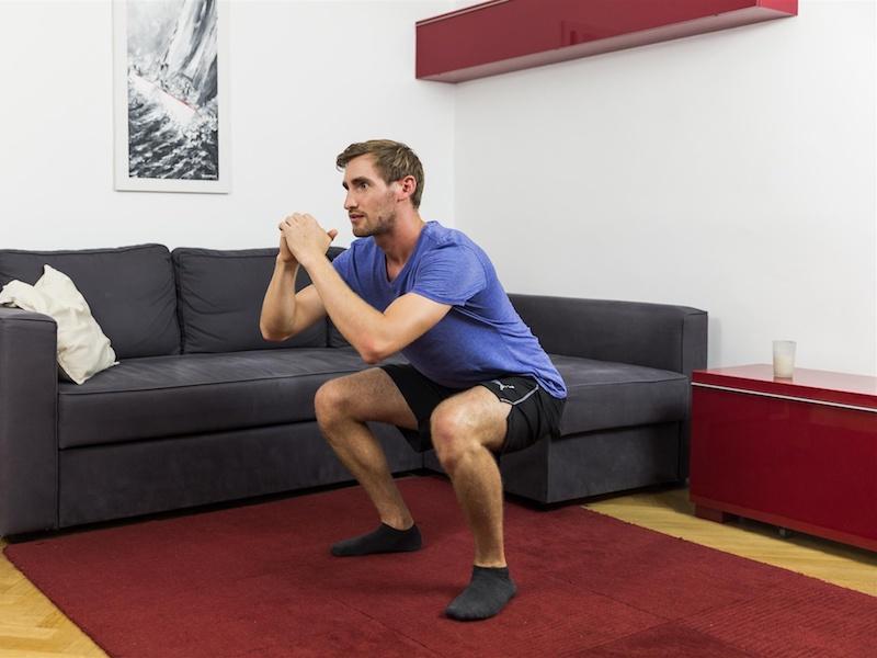 Mit Kniebeugen geht dein Bauch weg.