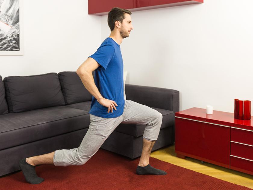Sprunggelenk: Beweglichkeit durch Ausfallschritte.