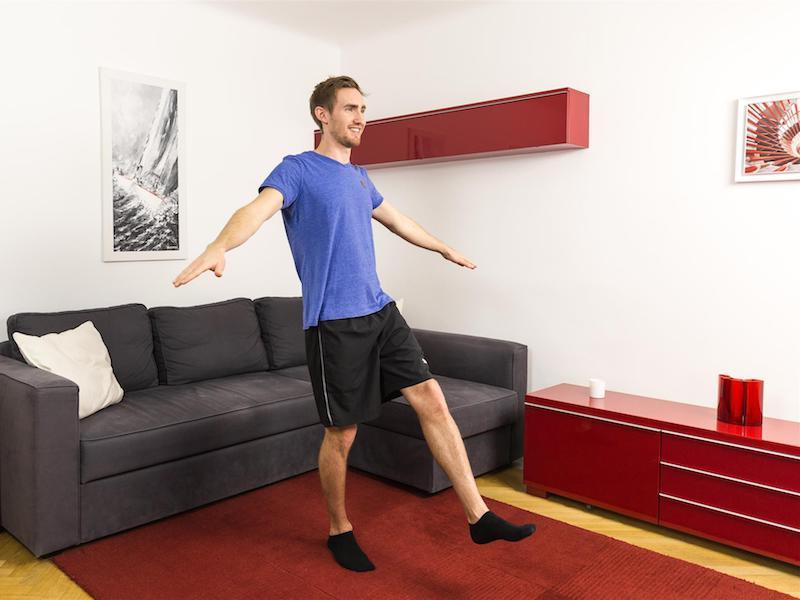 Gleichgewichtsübungen erfordern besonders kontrollierte Bewegungen.