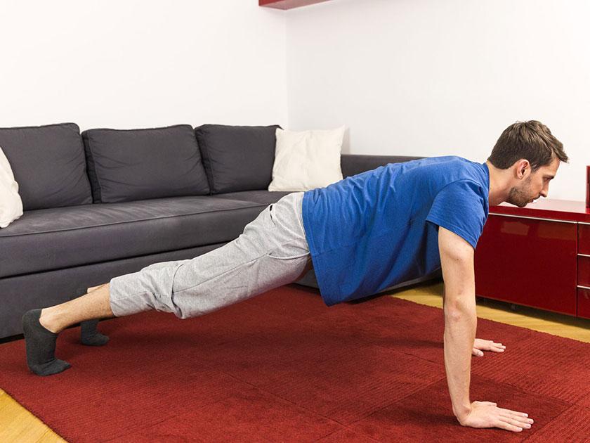 Workout zuhause? Liegestütz darf dabei nicht fehlen.