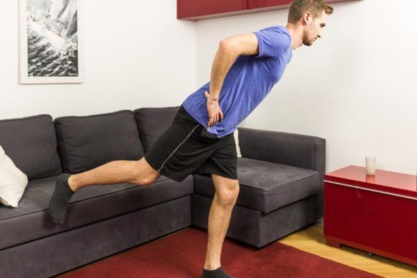 Gleichgewichtsübungen: Einbeinstand als koordinative Herausforderung.