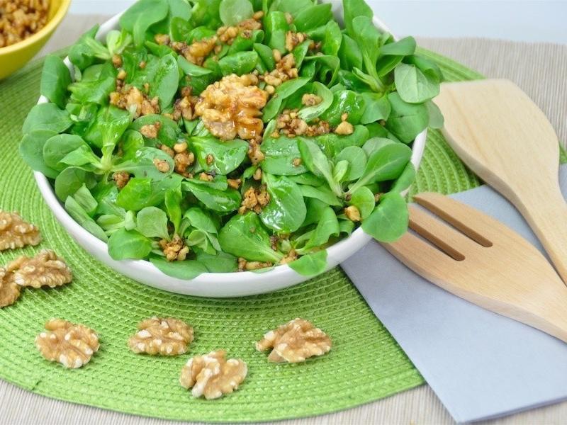 Besser schlafen mit nährstoffreichem nussigen Feldsalat.
