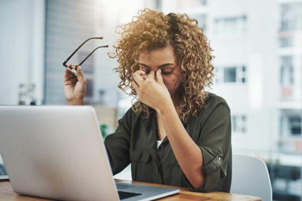 Mit gezieltem Augentraining gehst du gegen müde Augen im (Berufs-)Alltag vor.