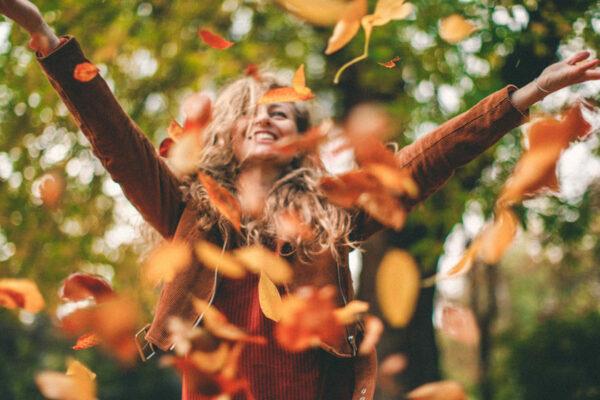 Genieße den Herbst bewusst und sorge mit Stimmungsaufhellern für gute Laune.