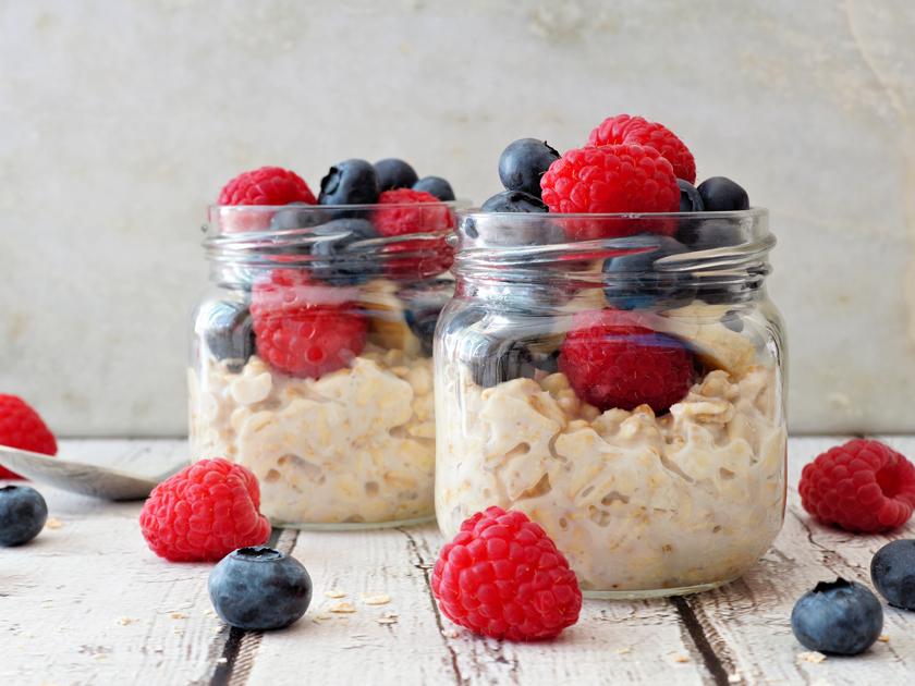 Gesund frühstücken: Probiere dich durch die Vielfalt gesunder Frühstücksideen.