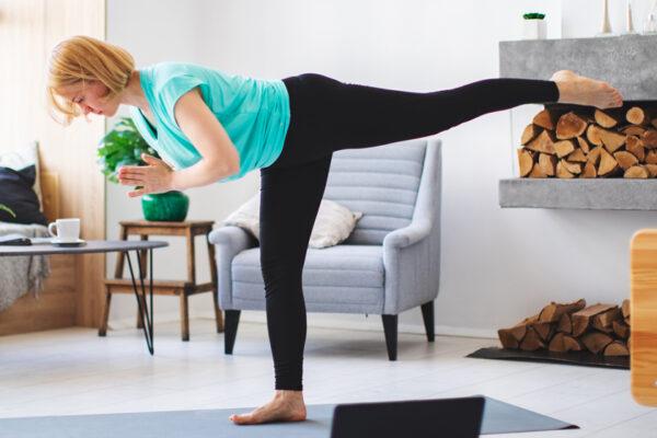 Ein trainierter Gleichgewichtssinn verbessert die Stabilität deines Körpers.