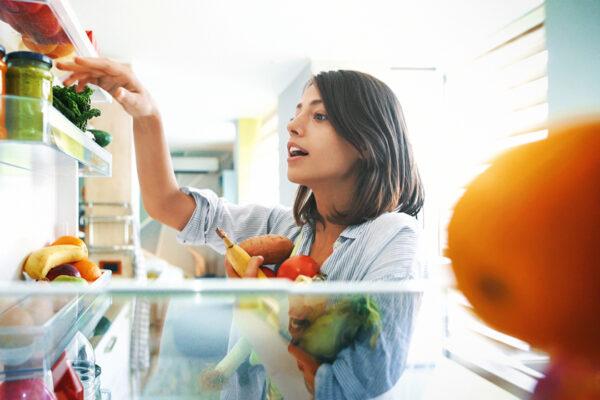 Mit einer vorwiegend basischen Ernährung kannst du den Körper bei der Regulierung deines Säure-Basen-Haushaltes unterstützen.