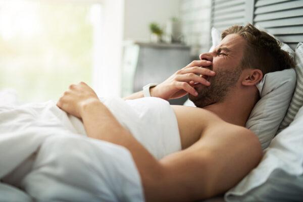 Stabiler Blutzucker und guter Schlaf: Wir zeigen dir, welche 3 Fehler eine angenehme Nachtruhe verhindern.