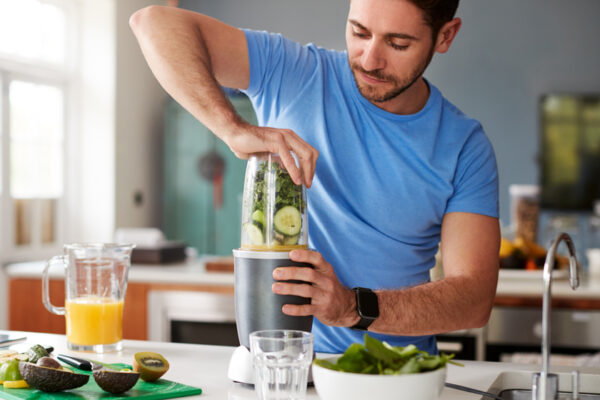 Nimm als Sportler täglich wichtige Nährstoffe durch frische Lebensmittel zu dir.