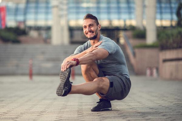 Mit Gleichgewichtsübungen lernst du, Körper und Geist zu balancieren.