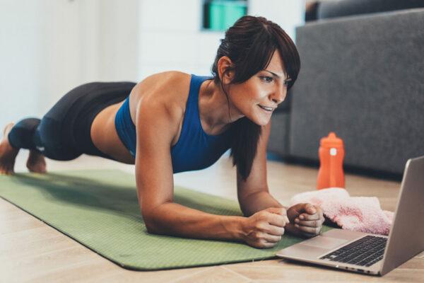 Wertvolle Tipps und Tricks rund um den Plank und verschiedene Plank-Übungen.