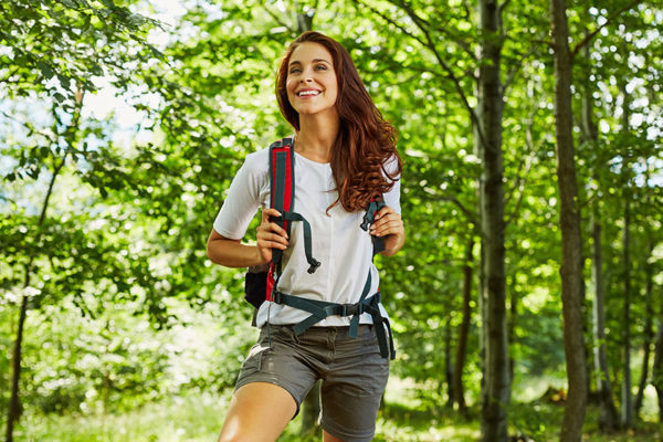 Mit einer Wanderung oder einem Spaziergang alleinsein lernen.