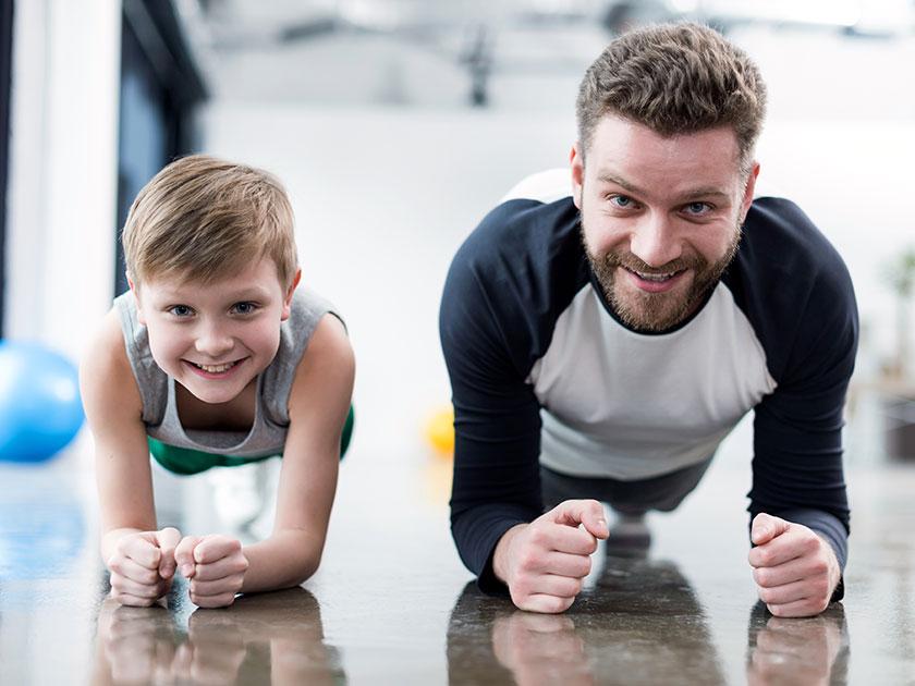 Sport mit Baby oder Kleinkind stärkt eure Beziehung und macht fit.