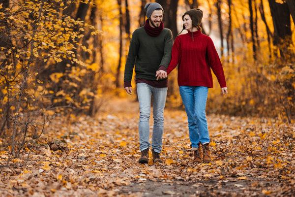 Schule deine Achtsamkeit bei einem Herbstspaziergang mit go4health.