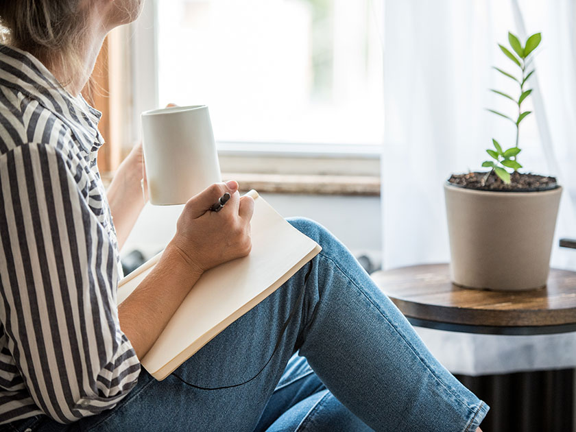 Mach dir im Zuge der Selbstreflexion Notizen und schaffe damit Platz für Neues in deinem Kopf.