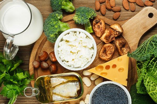 Kalziumhaltige Lebensmittel lassen sich zu köstlichen Sportlermahlzeiten verarbeiten.