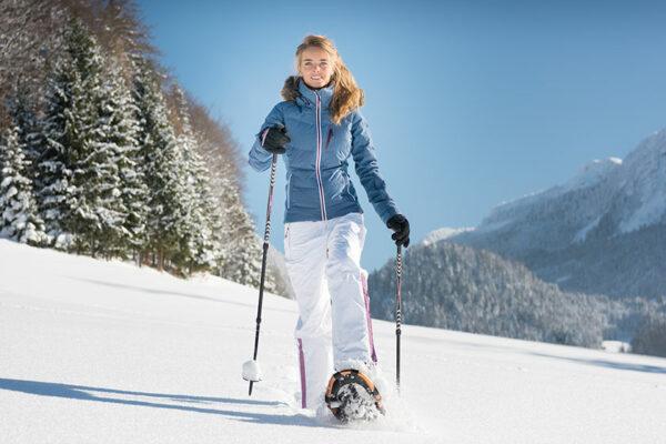Schneeschuhwandern hat sich zu einer beliebten Wintersportart entwickelt.