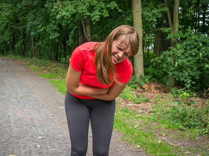 Um Bauchschmerzen zu vermeiden, sollte dein Essen vor dem Sport nicht zu fettig sein.