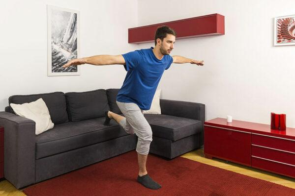 Gleichgewichtsübungen: Ob im Alltag oder beim Sport – dein Gleichgewicht solltest du regelmäßig trainieren.