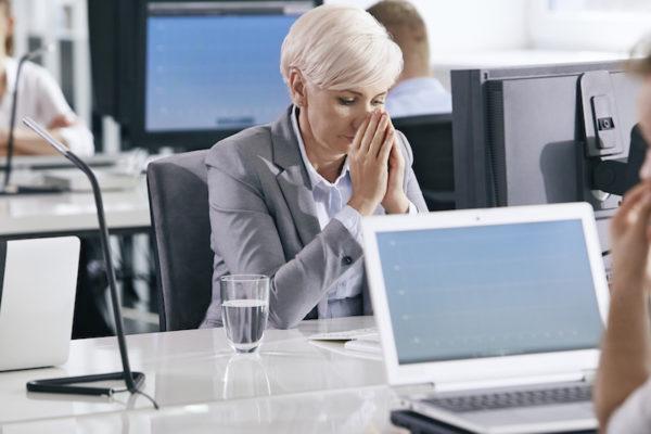 Innere Unruhe entsteht meist durch Stress und belastende Gedanken.