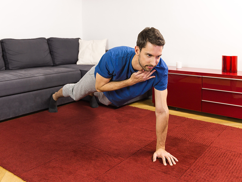 Mit dieser Übung stärkst du deine Gesäß-, Bauch- und Beinmuskeln.