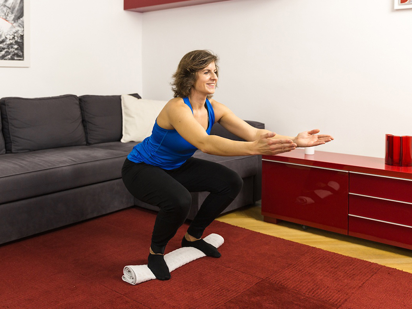 Die Balance Kniebeuge als perfektes Gleichgewichtstraining.