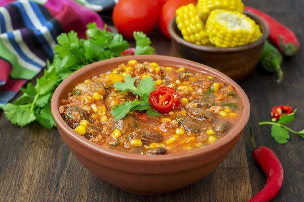 Chili heizt durch den Inhaltsstoff Capsaicin ein und hebt die Stimmung.