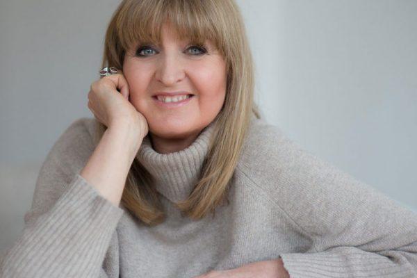 Wirtschaftscoach und Bestsellerautorin Diana Dreeßen-Wösten berät erfolgreich seit fast sechzehn Jahren Unternehmen in Change-Management-Prozessen und zu erfolgsorientierter Kommunikations- und Führungskultur.