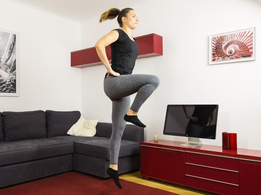 Einbeinsprünge sorgen für Stabilität im Sprunggelenk.