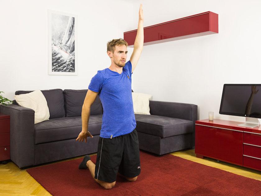 Brustmobilisation fördert die Beweglichkeit im Schultergelenk.