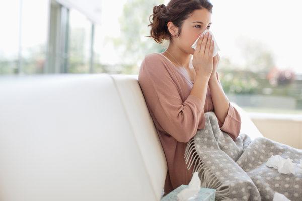 Verzichte auf Sport bei Erkältung, um deine Genesung nicht zu verzögern.