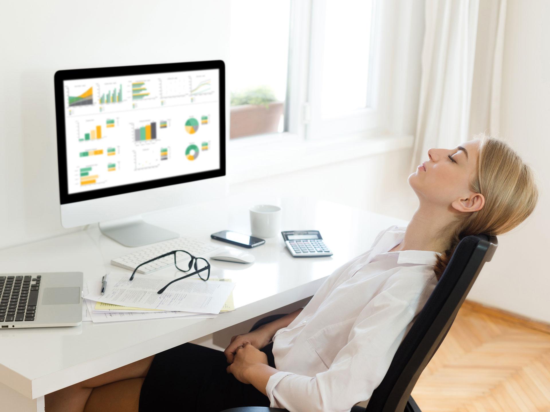 Achte auch im Home-Office auf regelmäßige Pausen – diese sind wichtig und helfen gegen Verspannungen im Nacken.