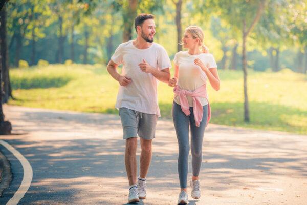 Sport im Park bringt Abwechslung und Frischluft in deine Trainingsroutine.