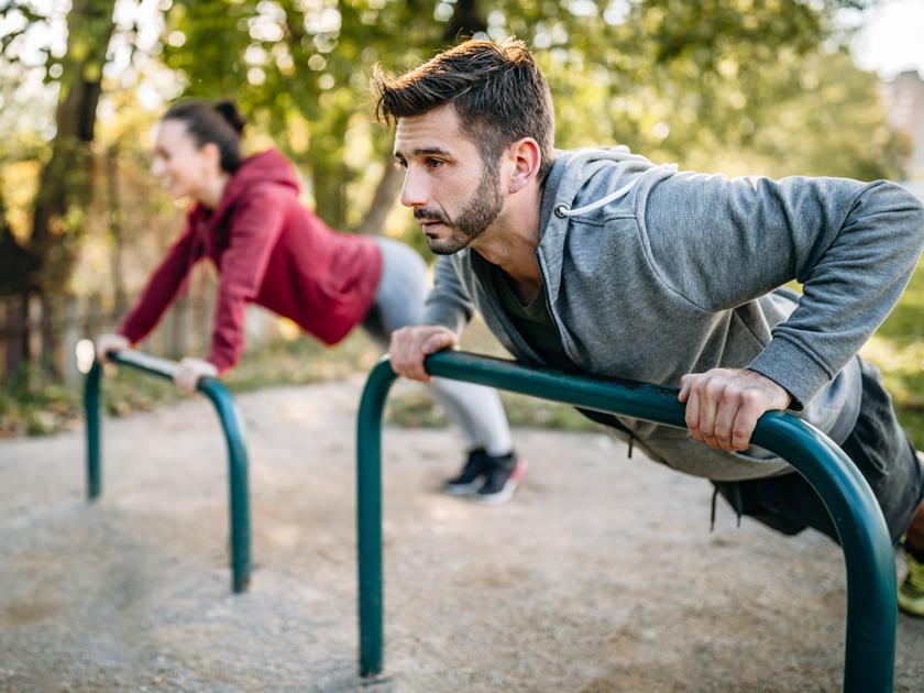 Die Übung Mountain Climber ist für ein Partner-Workout ideal.