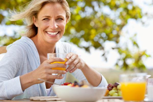 Kommt der Körper in die Wechseljahre, verändert sich der Nährstoffbedarf.