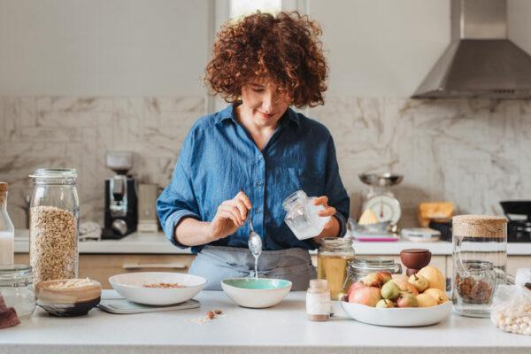 Ein proteinreiches Frühstück versorgt dich mit Energie und Nährstoffen und fördert den Muskelaufbau.