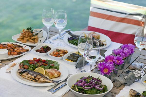 Die mediterrane Ernährungsweise wirkt sich positiv auf deine Gesundheit aus.