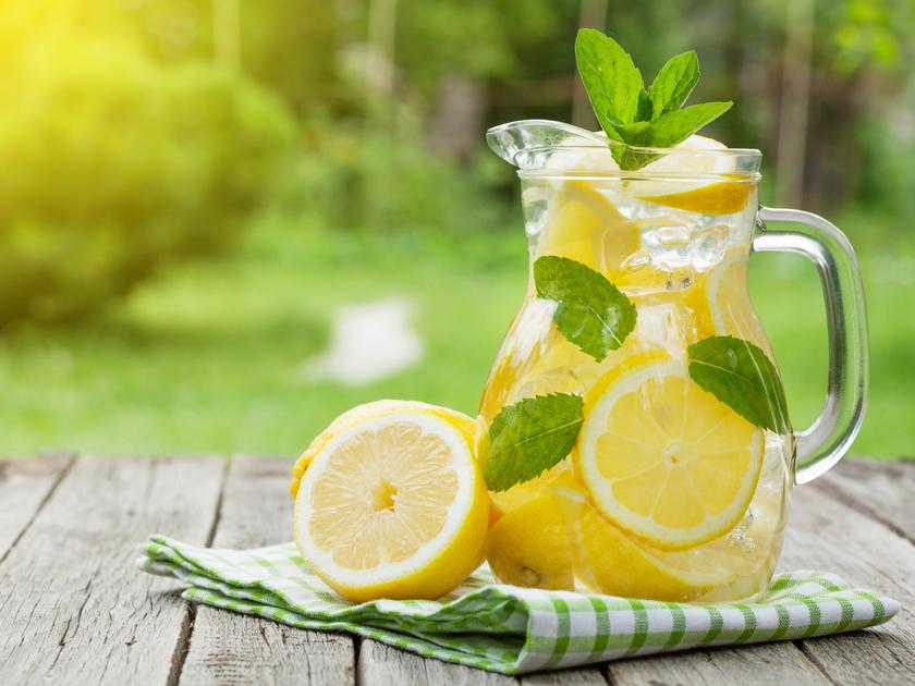 Sommergetränke, wie die Wake-up Limo sind schnell zubereitet und schmecken.