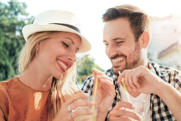 Erfrischungsgetränke wie der kühle go4health Eistee schmecken nicht nur, sondern sind auch ideale Durstlöscher.