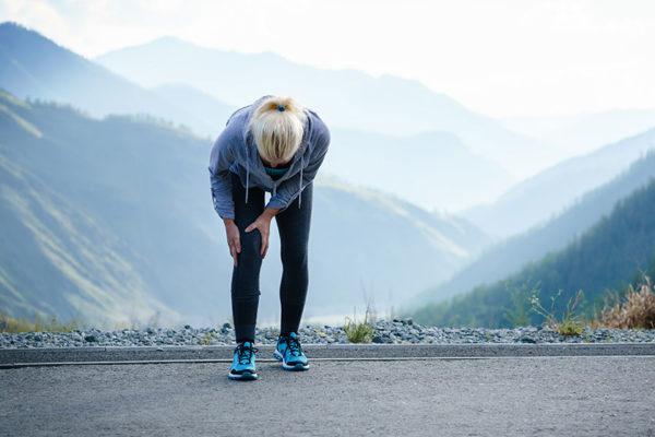 Knie- und Sprunggelenk sorgen für Stabilität im Alltag.