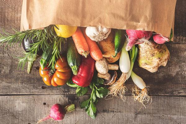 In diesen Lebensmitteln steckt eine Menge wichtiger Nährstoffe für deine Faszien.