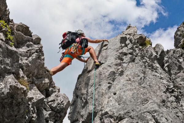 Sei mutig und stelle dich Herausforderungen mit Stärke und Willenskraft.