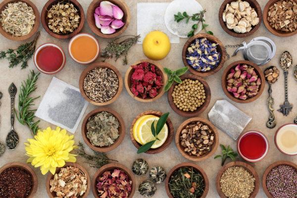 In der TCM-Ernährung spielen Kräuter und regionale Lebensmittel eine zentrale Rolle.