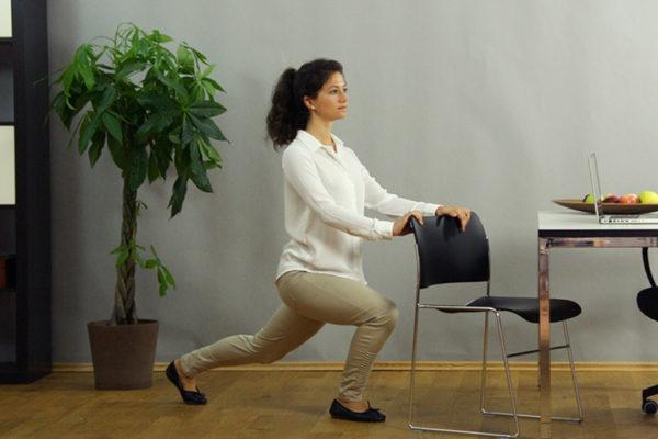 Dehne deinen Hüftbeuger und mach genug Bewegung im Alltag und im Job