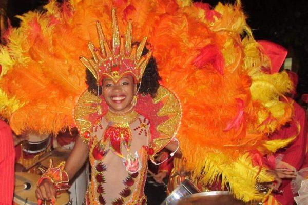Die Samba-Königin Janaina Krauskopf setzt auf Lebensfreude in ihrem Tanz-Training!