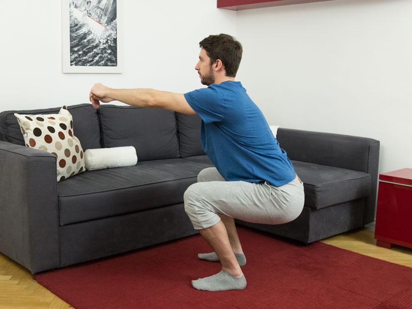 Die Kniebeuge für Knie- und Sprunggelenk.