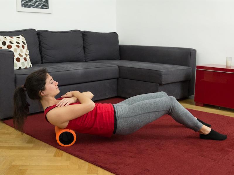 Die Übung Schulterwippe hilft gegen Nackenverspannungen.