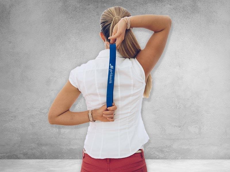 Training mit dem Widerstandsband: Verbesserung der Beweglichkeit im Schulterbereich.